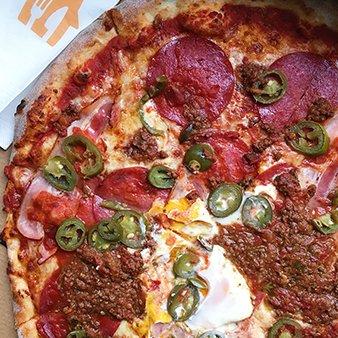 Pizza Salami mit Bolognese